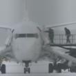 YOUTUBE Motore a fuoco: passeggeri lasciano aereo nella neve 7