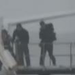 YOUTUBE Motore a fuoco: passeggeri lasciano aereo nella neve 8