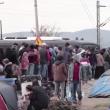 Migranti sfondano confine Grecia-Macedonia. Sgombero Calais 2