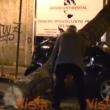 YOUTUBE Maltempo a Napoli, albero si spezza: travolte 2 auto 3