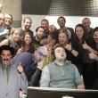 Dorme a lavoro: colleghi fanno FOTO e...parte sfottò 7