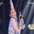 Popstar cinese canta