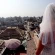Gira il mondo come in Mangia Prega Ama...vestita da sposa06