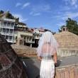 Gira il mondo come in Mangia Prega Ama...vestita da sposa18