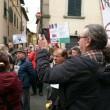 YOUTUBE Maria Elena Boschi, casa assediata per salva banche3
