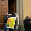 YOUTUBE Maria Elena Boschi, casa assediata per salva banche5