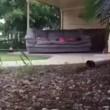 YOUTUBE Scherzo: lega divano ad auto e trascina la fidanzata... 3