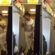 YOUTUBE Sonu Nigam, star Bollywood canta in aereo 4
