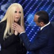 YOUTUBE Virginia Raffaele - Donatella Versace perde orecchio3