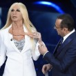 YOUTUBE Virginia Raffaele - Donatella Versace perde orecchio6