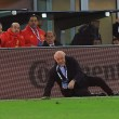 Italia-Spagna, Del Bosque steso dal guardalinee (foto Ansa)