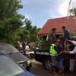 Bali, scippatore picchiato in strada dai passanti5