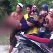 Coccodrillo morde gamba uomo: panico, tutti fuggono5