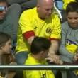 Lionel Messi, pallonata sugli spalti: tifosa sviene6