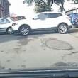 Suv bianco compie 17 manovre per parcheggiare