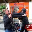 Troupe tv aggredita a Stoccolma da alcuni immigrati 3