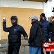 Troupe tv aggredita a Stoccolma da alcuni immigrati 2