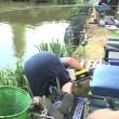 Pescano trote ubriachi, uno di loro finisce in acqua7