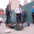Barbona ha troppa spazzatura polizia di New York butta tutto01
