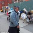 Barbona ha troppa spazzatura polizia di New York butta tutto04