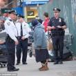 Barbona ha troppa spazzatura polizia di New York butta tutto05