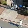 YOUTUBE Vestito da islamico spara sui passanti a Londra 2