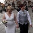 Nozze gay a Venezia: sì in gondola per Amy e Nicole FOTO