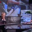 """Corrado Formigli mostra i cadaveri in diretta tv ed Enrico Mentana lo bacchetta: """"Possiamo non vederla questa immagine?"""""""