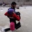 YOUTUBE Migranti morti mentre attraversavano fiume confine 7