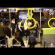 Aereo in ritardo: passeggeri aggrediscono hostess3