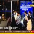 Aereo in ritardo: passeggeri aggrediscono hostess2