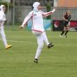 Calciatrici col velo debuttano: in campo Iran-Usa8