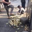 Cina, ubriachi pestano panini ad ambulante senza motivo 3