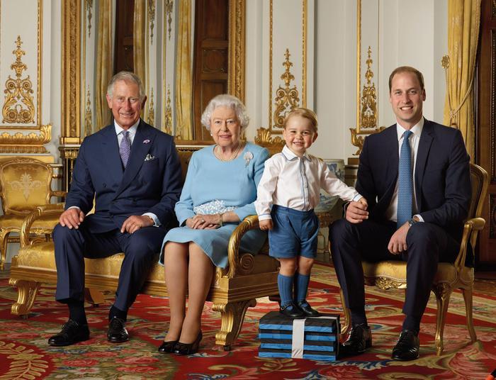 Foto Natale Famiglia Reale Inglese 1990.Famiglia Reale Foto Per I 90 Anni Della Regina Elisabetta