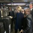 YOUTUBE Hillary Clinton in metro non sa come timbrare 5