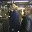 YOUTUBE Hillary Clinton in metro non sa come timbrare 4