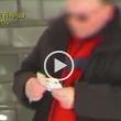 YOUTUBE Falso cieco smascherato a Cava de' Tirreni 02