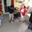 Tabaccaia picchia ladro con lo zainetto