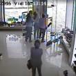 Uragano travolge negozio scarpe e distrugge tutto2
