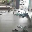 Uragano travolge negozio scarpe e distrugge tutto