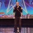 VIDEO YOUTUBE Britain's Got Talent: Alex Magala mangia spade 2