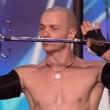 VIDEO YOUTUBE Britain's Got Talent: Alex Magala mangia spade 3