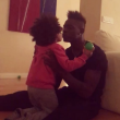 VIDEO Balotelli papà: baci in bocca alla piccola Pia. Ma...