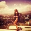 Belen Rodriguez, la foto che impazza: sotto il vestito...