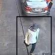 YOUTUBE Bruxelles, uomo col cappello scappa. Appello Polizia6