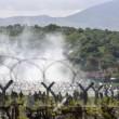 Migranti Idomeni, lanci di lacrimogeni e pietre FOTO - 2