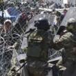 Migranti Idomeni, lanci di lacrimogeni e pietre FOTO 4
