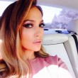 Jennifer Lopez, foto in bikini su Instagram. E i fan... 07