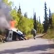 Auto ribaltata e in fiamme, drammatico salvataggio