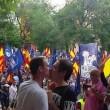 Bacio gay al corteo neonazista a Madrid 2